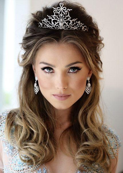 Peachy 1000 Ideas About Tiara Hairstyles On Pinterest Wedding Tiara Short Hairstyles Gunalazisus