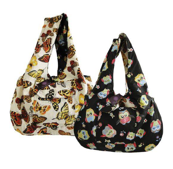 Bolsa dupla face, pode ser usada dos dois lados, é só virar a bolsa do avesso! Com bolso interno e externo e fechamento com botão. Acolchoada, fofinha e super fashion!