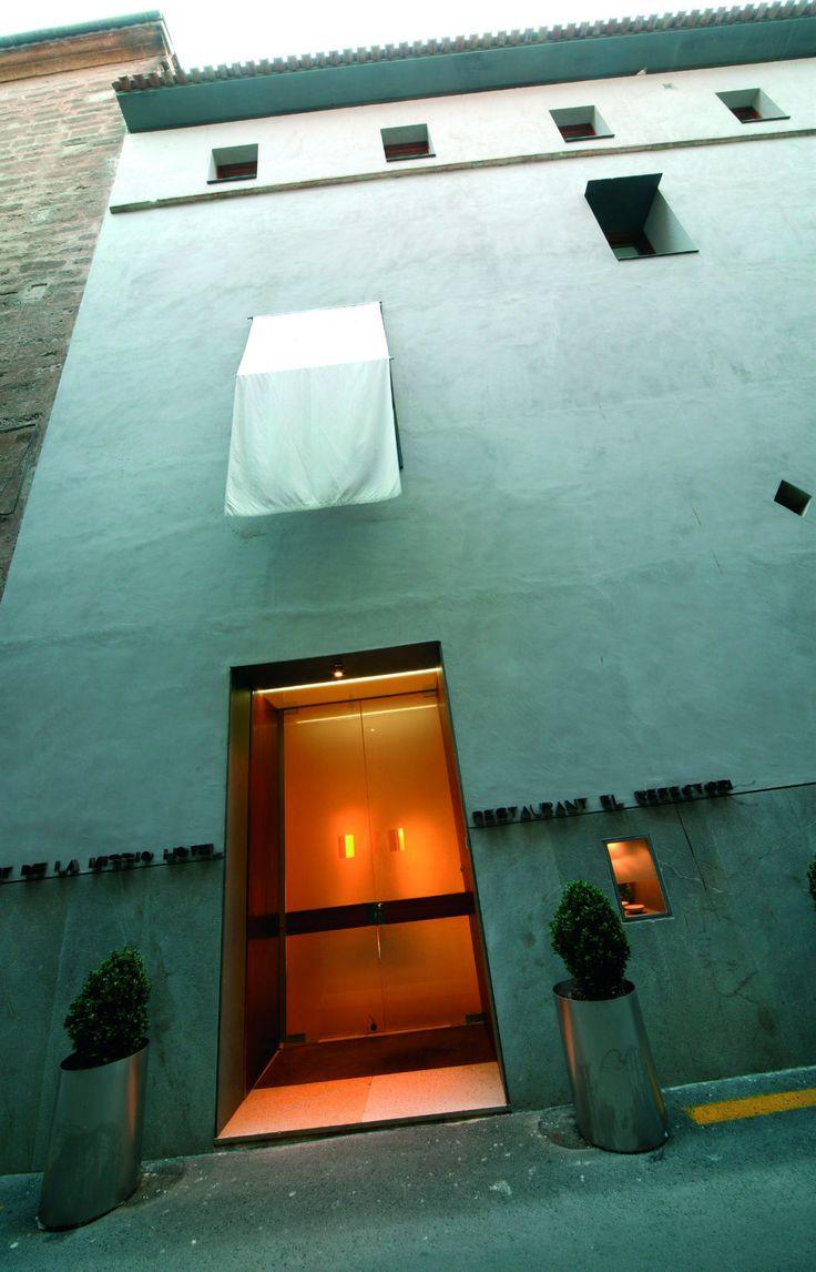 Convent de la Missió | Boutique Hotel | Palma de Mallorca | Spain | http://lifestylehotels.net/en/convent-de-la-missio | outside view, entrance, light, luxury, minimalistic