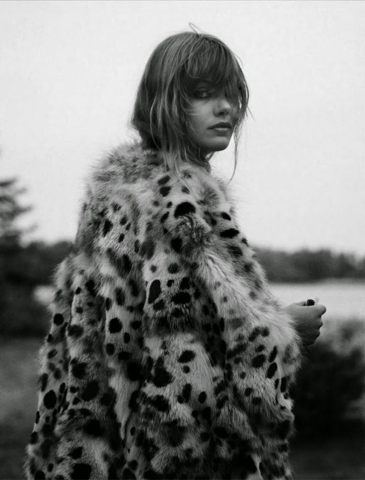 Frida in a fuzzy leopard print coat #style #fashion #bangs