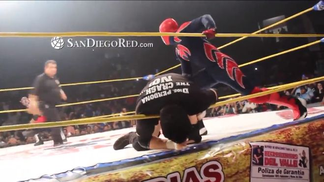 Mexican Wrestling Star Dies in the Ring!