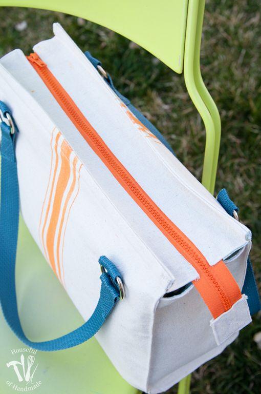 """A autora desse tutorial e molde chama essa bolsa de """"sacola de saco de farinha"""". De algodão cru, sarja, ou mesmo sacos alvejados a sacola é muito bem feita, espaçosa, bonita e permite m…"""