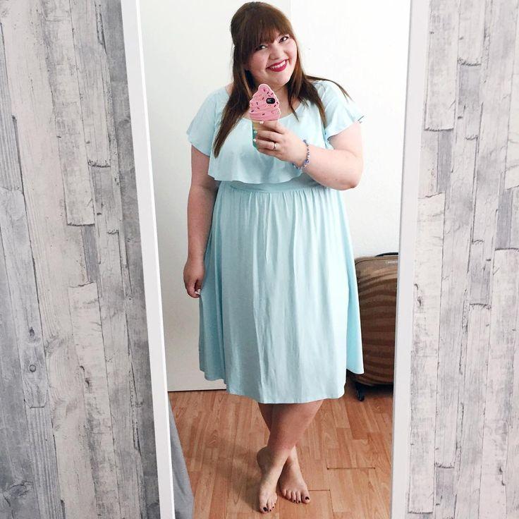 Insta-Outfit: mintfarbenes Kleid // mint-coloured off-shoulder dress plus size