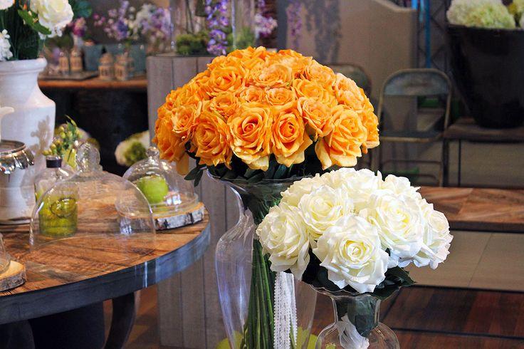 #Bouquet di #rose in vasi di vetro.