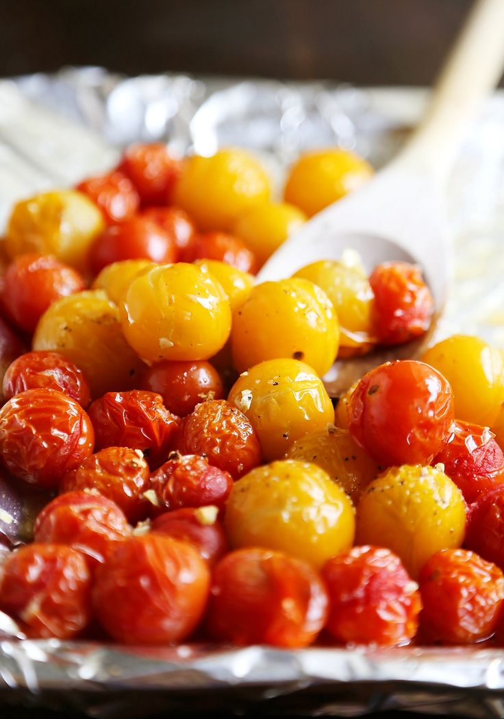 Garlic Roasted Cherry Tomatoes - Stir into pasta or rice, serve on crostini, mix into a frittata, use as a pizza topping, spread on sandwiches, purée into a sauce, or keep them canned up to 2 weeks. Endless possibilities for one perfect-every-time recipe! Thecomfortofcooking.com