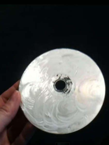 Jeder kennt das: Sie möchten Ihre Lieblings-CD hören oder einen DVD-Film schauen, aber nichts geht – die Scheibe ist zerkratzt. Wir zeigen