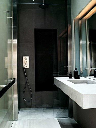 チュニジアの石を使った、バスルーム