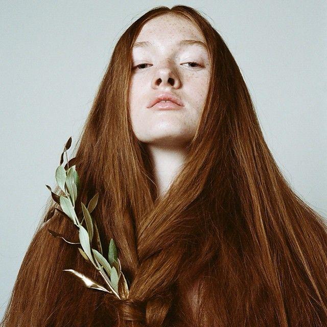 Записаться на наращивание волос в Москве можно по телефону: 8 (499) 703 31 06…