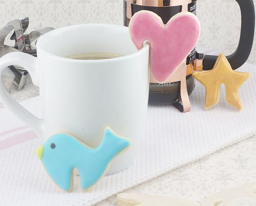 saw something like this around the holidays, gingerbread 'house' on a mug but this is good all year round!