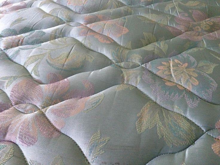 Nejúčinnější způsob, jak vyčistit skvrny a nepříjemný zápach z matrace