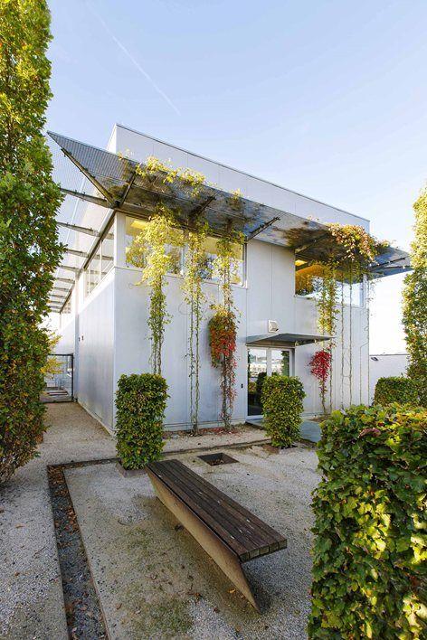 Light ambience, garden, ambundant greens  Bureaux Leidgens, Thimister-Clermont, 2013 - Cédric Beck #facade