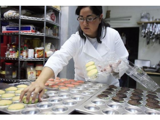 Amy Nichol Smith writes about Sonia Serrano of Sugarkissed Cakes. Serrano gave up her day job to live her dream job.
