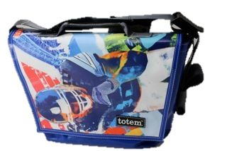 Any CFL Fans out there?  Here's the T3 Hip City Messenger Bag CFL Fan -$155 (http://www.totembags.ca/t3-messenger-cfl-fan/)