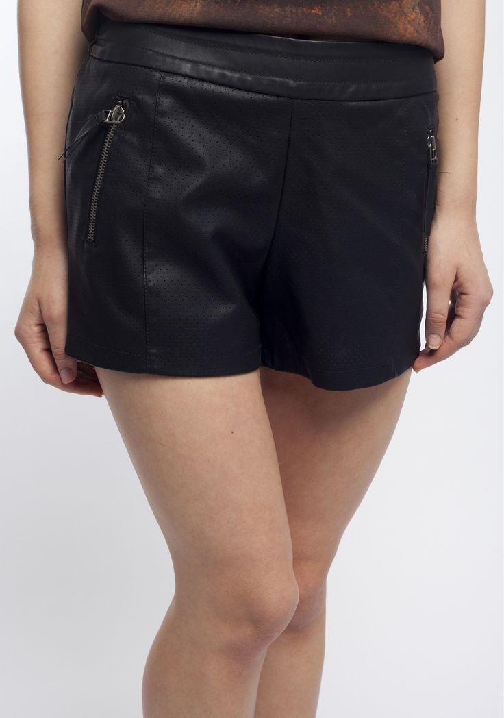 Vila, pantaloni scurți cu perforații discrete, negri