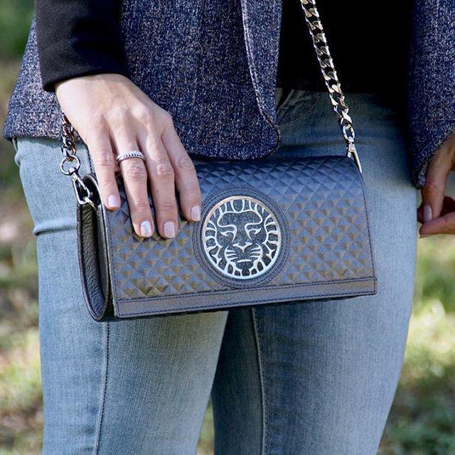 Regina handbag by Coleccion Alexandra Accessories. www.coleccionalexandraaccessories.com