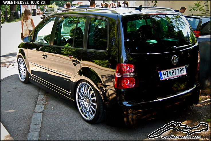 Black VW Touran