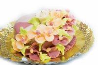Tort Sah de la cofetaria Candy Cat cu sarlota de ness, crema fina si decor spectaculos din martipan.