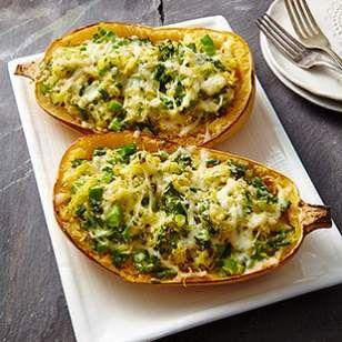 Zkuste dýni zapečenou s brokolicí, česnekem a hordou sýra, který se příjemně rozteče a skvěle chutná. 1,5kg dýně 1 lžíce olivového oleje 1 uvařená brokolice, nakrájená na kousky 4 stroužky česneku, nadrcené 1/4 lžičky kousků červeného pepře 2 lžíce vody 1 hrnek strouhaného sýra (dle chuti) 1/4 ...