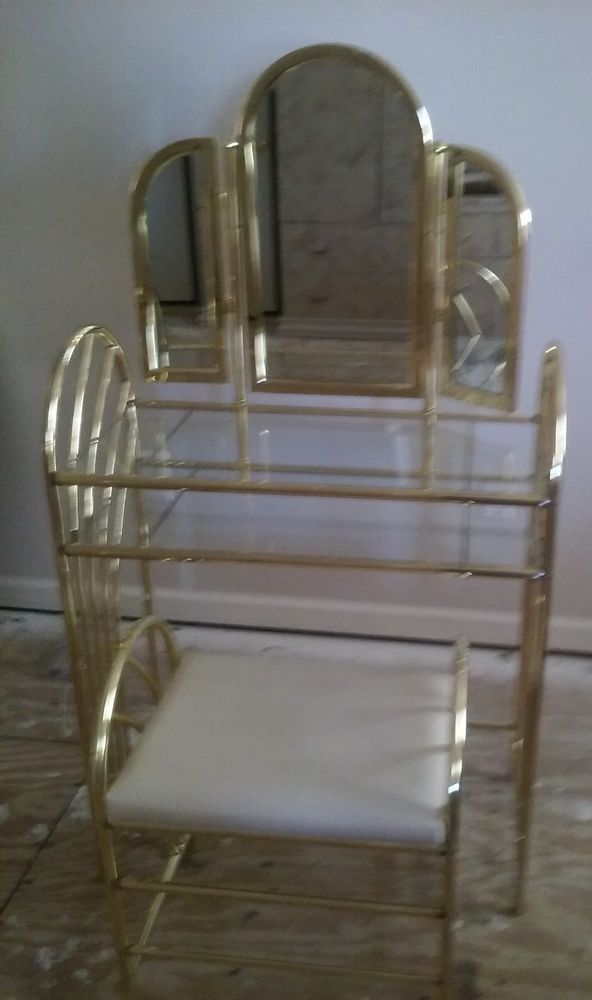 Gold Metal Vanity Set With Bench And Triple Fold Mirrors Condition Is Used Local Pickup Only Ebay Vanity Set Gold Metal Interior Inspo