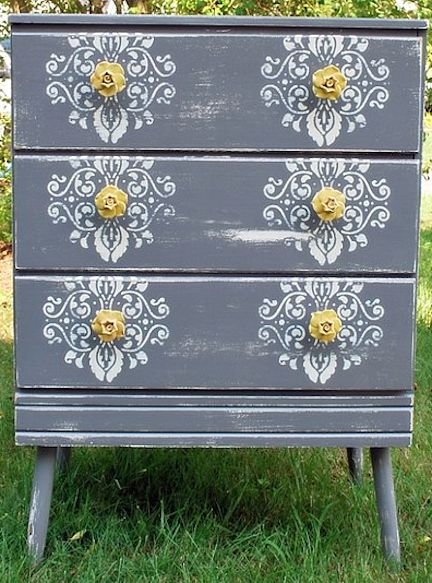 10 ways to revamp a dresser @thenewhomeec: Paintings Furniture, Furniture Makeover, Furniture Redo, Old Dressers, Colors, Dressers Ideas, Modern Interiors, Knobs, Stencil Dressers