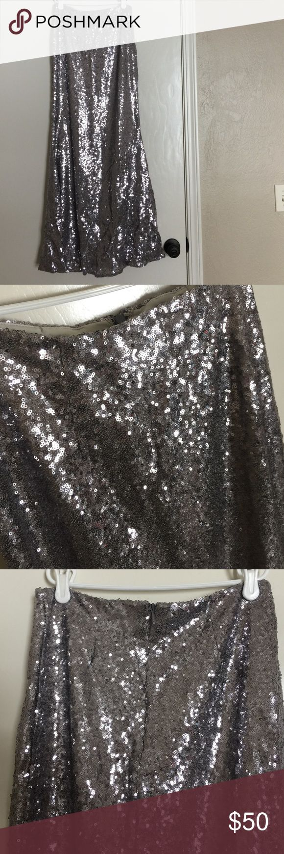 Lulu's - Silver Sequined Maxi Skirt - Sz: M Lulu's - Silver Sequined Maxi Skirt - Sz: M - worn one time - great condition - zip up the back - mermaid-esque at bottom - such a phenomal price for your wardrobe! Lulu's Skirts Maxi