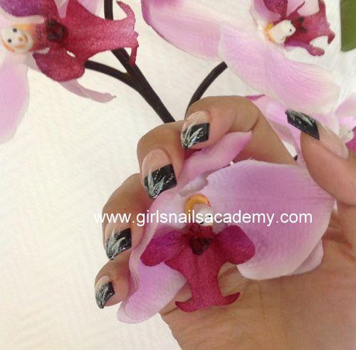 Flower Girls, N°-994,      gel uv sur capsules noirs, avec déco     fleur