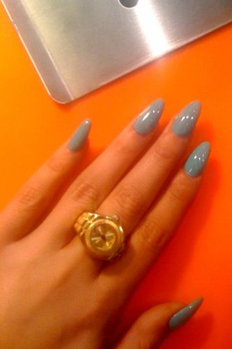 grey almond nails.. use to like the super flare nails but now i'm growing my reals ones out and am liking the rounded almond shape like these.. :)