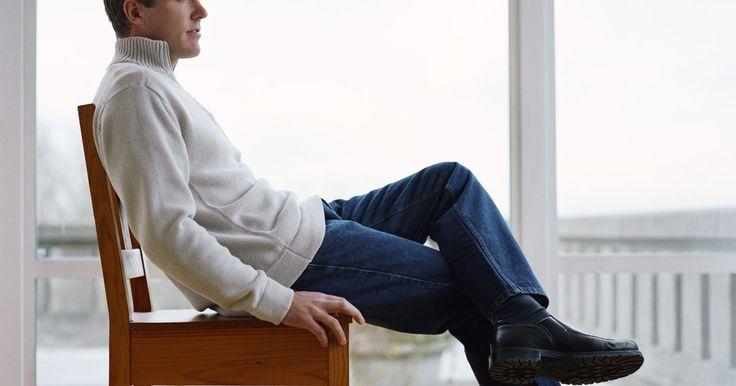 """Passos para exercícios Kegel para homens. Os exercícios Kegel apoiam e tonificam o músculo pubiococcígeo, ou """"músculo PC"""". Ele é uma faixa de músculo que atinge desde o osso púbico até o cóccix. O músculo PC melhora o funcionamento dos órgãos ao redor da área pélvica, além dos músculos do esfíncter. Para os homens, fortalecer a área pode diminuir dores e inflamações na próstata, ..."""