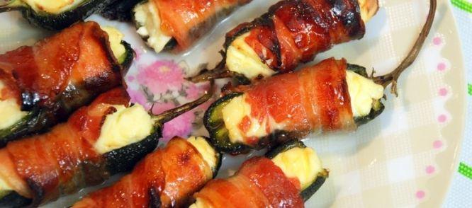 Deze met roomkaas gevulde jalapeños zijn omwikkeld met ontbijtspek, bedruppeld met honing en worden in de oven knapperig en goudbruin gebakken. Maak er...