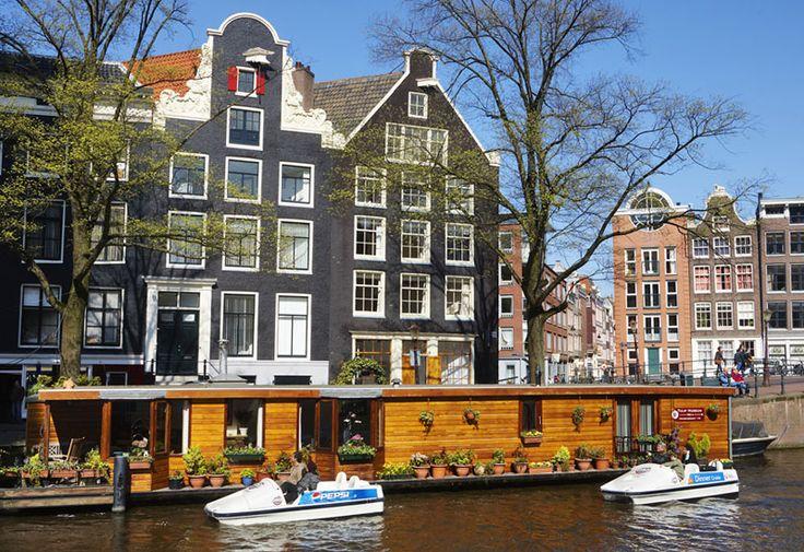 Waterfietsen met Canal Bike in de grachten van #Amsterdam. Met fiets en al de gracht in!