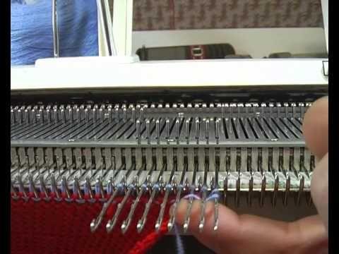 Заправка нитей при вязании полос - www.vyzanie.com - YouTube