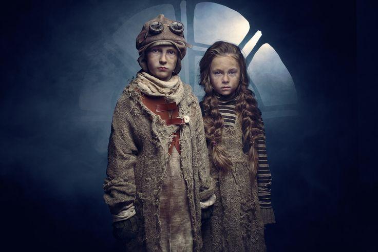 ¿Eres capaz de inventar una historia sobre estos dos niños?