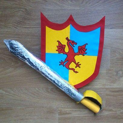Avec votre enfant, fabriquez une épée et un bouclier de chevalier ! Venez découvrir nos autres ateliers et déguisements DIY sur notre blog ...