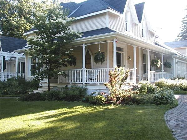 Gravenhurst Ontario b (bed and breakfast) accommodations. Blaincroft B