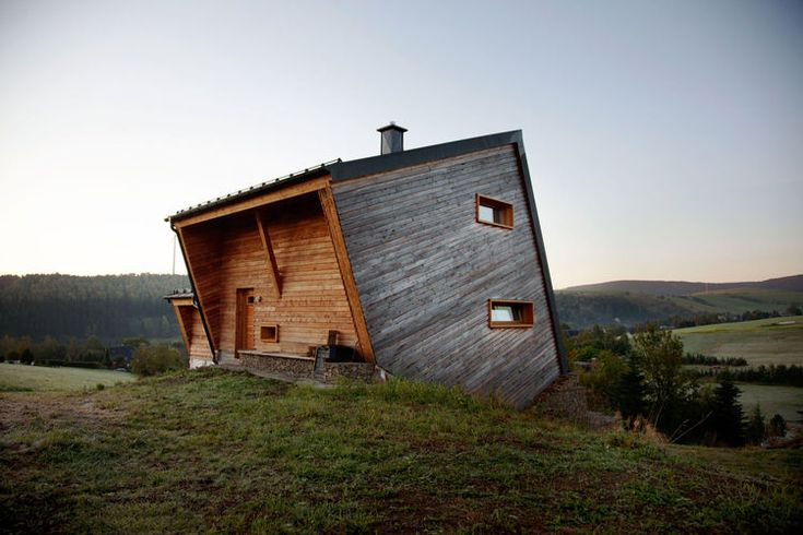 Geometric wood cabin in Oberwiesenthal, Germany Sebastian Heise's wooden structure, seemingly atilt, overlooks a green valley in Oberwiesenthal, Germany. The two horizontal windows on the side and the front porch give the home its own unique sense of balance.