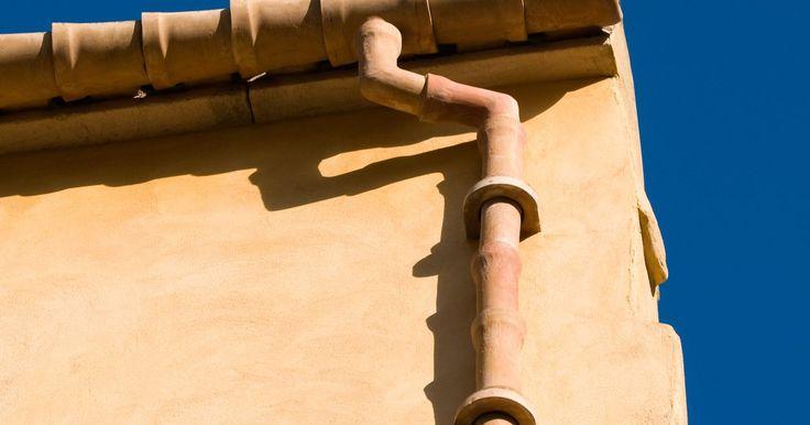 Como a telha de respiro funciona. Saídas de esgoto, também conhecidas como aberturas de encanamento de telhado, são uma parte vital do encanamento doméstico. O encanamento doméstico é constituído por dois sistemas, o sistema de drenagem e o sistema de ventilação. Todo o sistema é conhecido como sistema de drenagem, resíduos e ventilação, também conhecido como o sistema DWV. Os ...