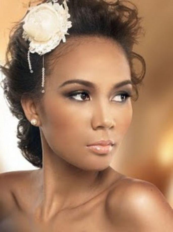 As donas de pele morena, mulata ou negra tem uma gama muito vasta de opções para maquiagem, já que o resultado fica ótimo, tanto com as cores fria
