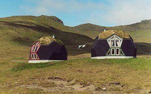 Casas en el prado con forma de cúpula geodésica | Casasdemaderaymás.com