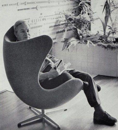 The Egg: chair designed by Arne Jacobsen in 1958 http://cimmermann.co.uk/blog/arne-jacobsen-danish-design-icons/