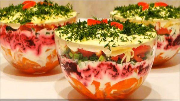 Вкусный и красивый слоеный салат с болгарским перцем Вкусный слоеный салат с болгарским перцем получается #Рецепты #Салаты #Десерты #Мясо #Вкусно #Готовить #Кулинария