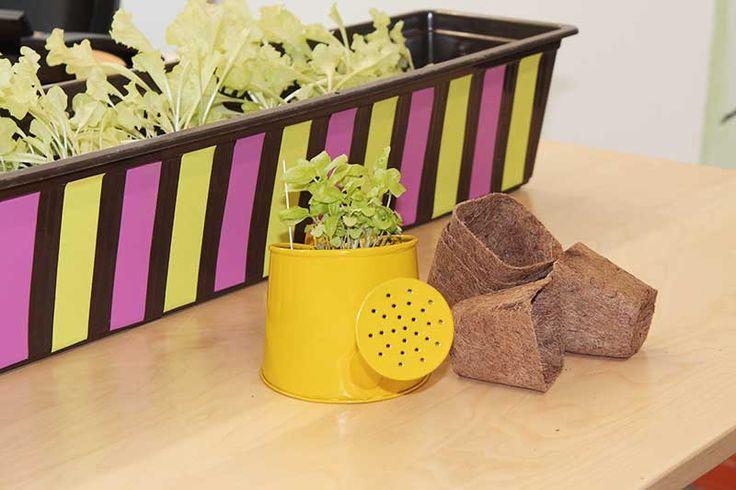 Blumenkasten im Retro-Look: Upcycling mit bunten Klebefolien...