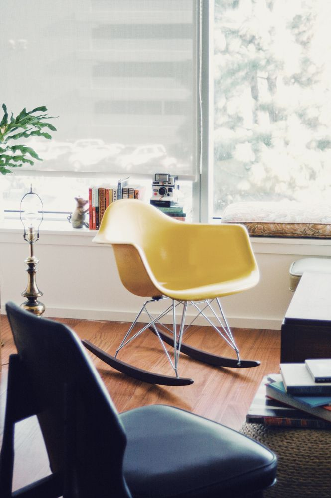 Best 25 eames rocking chair ideas on pinterest white for Rocking chair chambre bebe