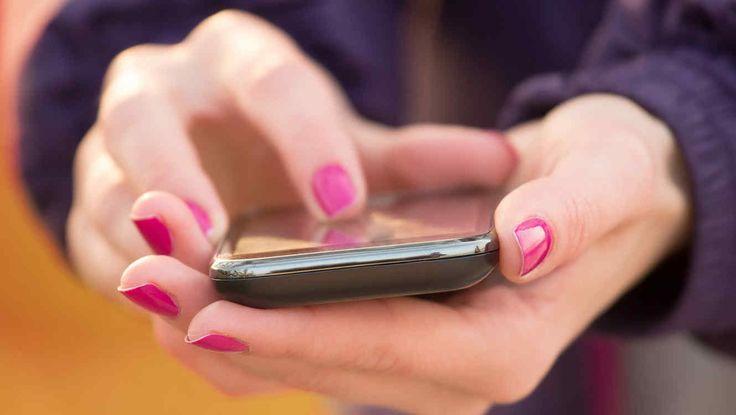 """Recientes estimaciones calculan que podemos desbloquear nuestro móvil una media de 100 veces al día. Una nueva notificación de correo, un nuevo """"me gusta"""" en una foto de Instagram, una solicitud de amistad de Facebook o un mensaje de WhatsApp. Las nuevas tecnologías de la información y comunicación están teniendo un gran impacto en las relaciones humanas. Podríamos adentrarnos en un extenso análisis sobre la repercusión de todas las aplicaciones y redes sociales como Facebook, Instagram…"""