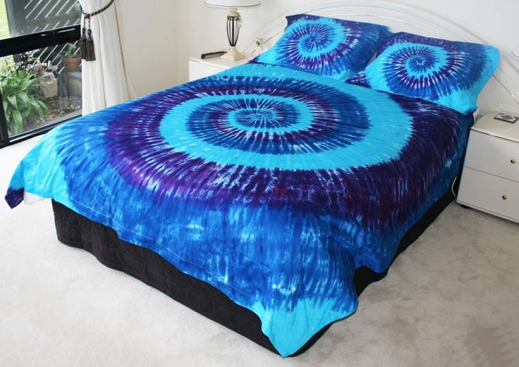 Blu, aqua, and purple tie dye bedspread • Tie Dye