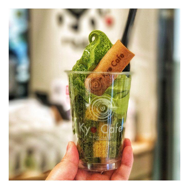 人気の京ばあむソフト抹茶  京ばあむが入った抹茶のソフトクリーム  バウムクーヘンとソフトクリームは相性が良い!  祇園北店・清水店・タワーサンド店・新町店 にて販売しております。  素敵な画像提供:@ayaka91209  #Kyoto  #年輪蛋糕  #抹茶  #京都  #日本  #女子旅  #京ばあむ #kyobaum  #旅行  #japan  #秋  #kyocafe #抹茶ソフトクリーム #京ばあむソフト #冰淇淋  #好吃  #宇治抹茶  #祇園 #豆漿  #霜淇淋  #ソフトクリーム #京カフェ #まあるいソフトクリーム  #京年輪蛋糕  #まあるい #ソフト #抹茶ソフト #抹茶霜淇淋 #混合霜淇淋 #抹茶冰淇淋