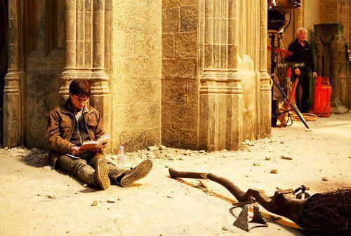 Harry Potter reading Harry Potter on the set of Harry Potter during shooting of Harry Potter...is this meant to be ironic? Either way. I love it.