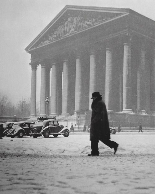 Robert Doisneau - La Madeleine.  Paris 1945. S)