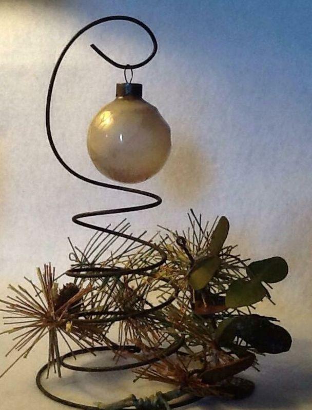 bed spring ornament display, christmas decorations, seasonal holiday decor