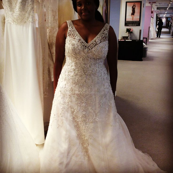 New To Pgh Australian Designer Rozlakelin Brings Gorgeous Bridal Gowns Designed Specifically For The Plus Size