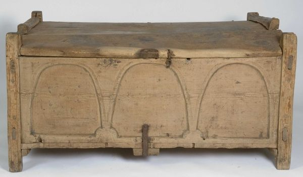 Grain chest (kornbyre) Løkke, Rennebu, Norway. Outhermost tree ring dated to 1197. Latest estimated felling 1277, contrary to stylistic dating to the late medieval period (in a nordic context). Length 154 cm, depth 89 cm, height 77 cm. NF 1927 174
